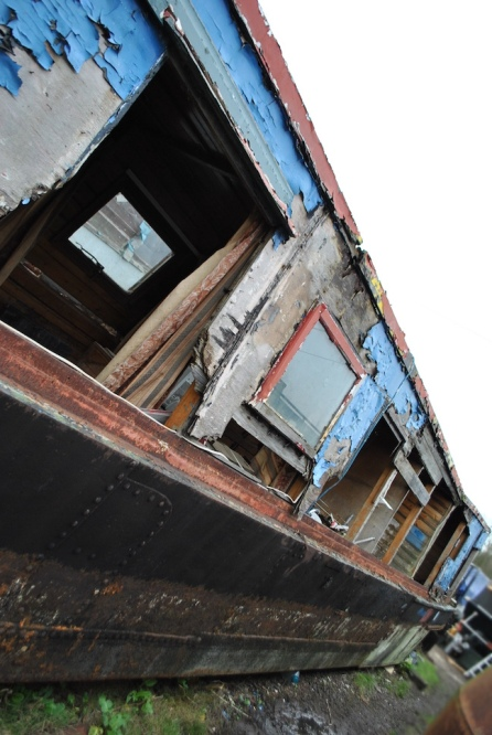 abandoned-narrow-boat