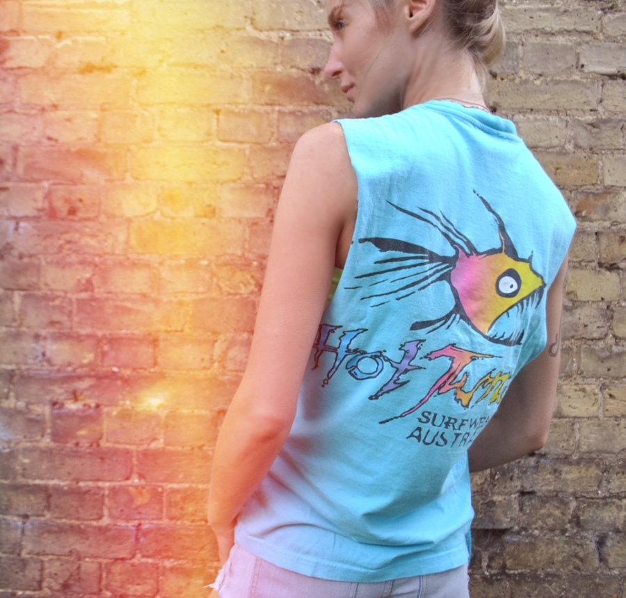 surf girls tee
