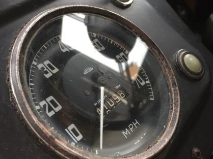 Land-Rover-series-2-a-dials