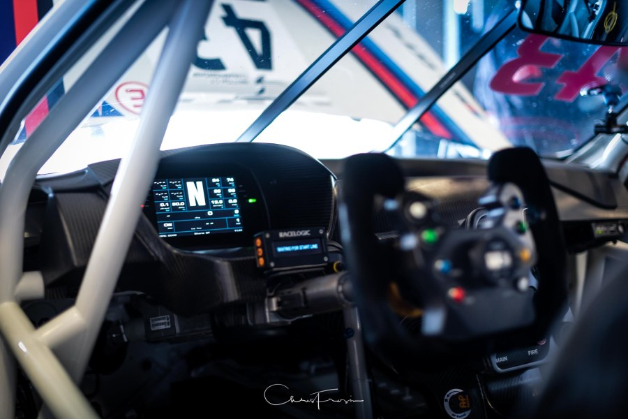 BMW-M4-GT-Cockpit